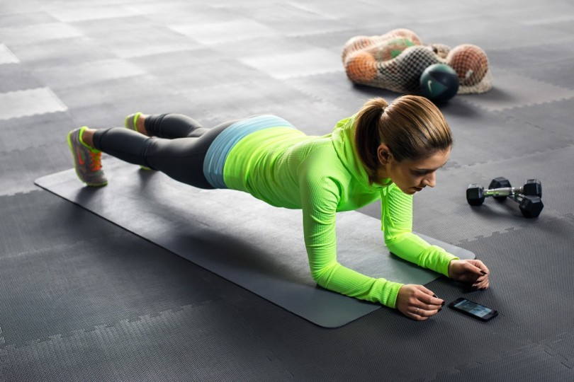 Fit female plank