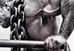 bodybuilder doing chain dips